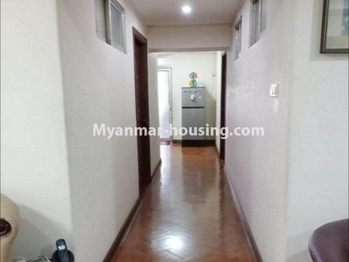 မြန်မာအိမ်ခြံမြေ - ရောင်းမည် property - No.3470 - ဗဟန်း တက္ကသိုလ်ရိပ်သာ လမ်းသစ်ထဲတွင် အိပ်ခန်းသုံးခန်းပါသော ပြင်တင်ပြီး ကွန်ဒိုခန်း ရောင်းရန်ရှိသည်။ - hallway view