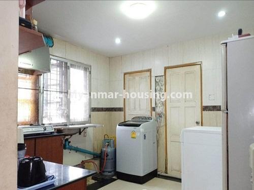 မြန်မာအိမ်ခြံမြေ - ရောင်းမည် property - No.3470 - ဗဟန်း တက္ကသိုလ်ရိပ်သာ လမ်းသစ်ထဲတွင် အိပ်ခန်းသုံးခန်းပါသော ပြင်တင်ပြီး ကွန်ဒိုခန်း ရောင်းရန်ရှိသည်။ - kitchen view