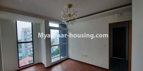 မြန်မာအိမ်ခြံမြေ - ရောင်းမည် property - No.3472 - မရမ်းကုန်းတွင် အိပ်ခန်းနှစ်ခန်းပါသော ကွန်ဒိုခန်းအသစ် ရောင်းရန်ရှိသည်။ - anothr view of living room