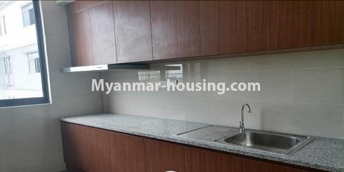 မြန်မာအိမ်ခြံမြေ - ရောင်းမည် property - No.3472 - မရမ်းကုန်းတွင် အိပ်ခန်းနှစ်ခန်းပါသော ကွန်ဒိုခန်းအသစ် ရောင်းရန်ရှိသည်။ - kitchen view