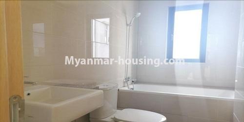 မြန်မာအိမ်ခြံမြေ - ရောင်းမည် property - No.3472 - မရမ်းကုန်းတွင် အိပ်ခန်းနှစ်ခန်းပါသော ကွန်ဒိုခန်းအသစ် ရောင်းရန်ရှိသည်။ - bathroom view