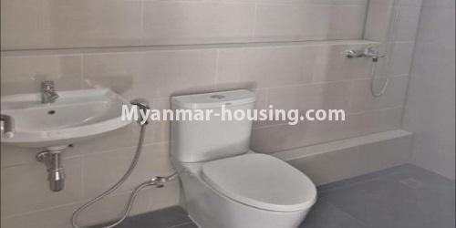 မြန်မာအိမ်ခြံမြေ - ရောင်းမည် property - No.3472 - မရမ်းကုန်းတွင် အိပ်ခန်းနှစ်ခန်းပါသော ကွန်ဒိုခန်းအသစ် ရောင်းရန်ရှိသည်။ - common bathroom view